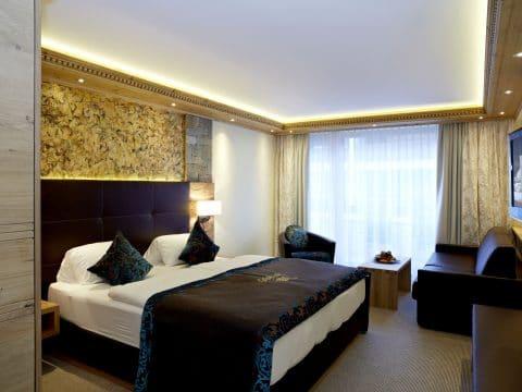 Doppelzimmer Dorfblick im Hotel Tirol, Ischgl